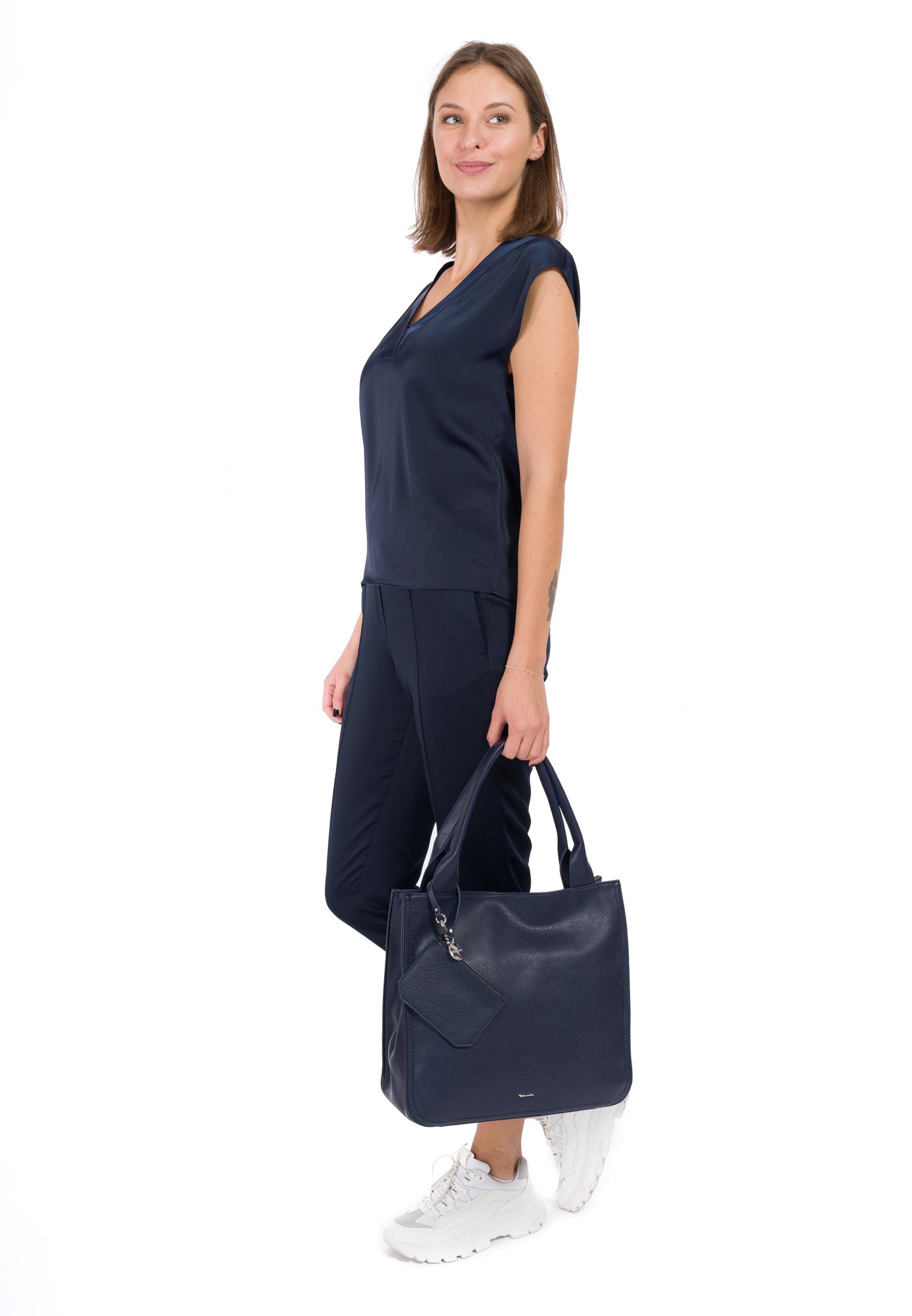 Shopper Alisha groß