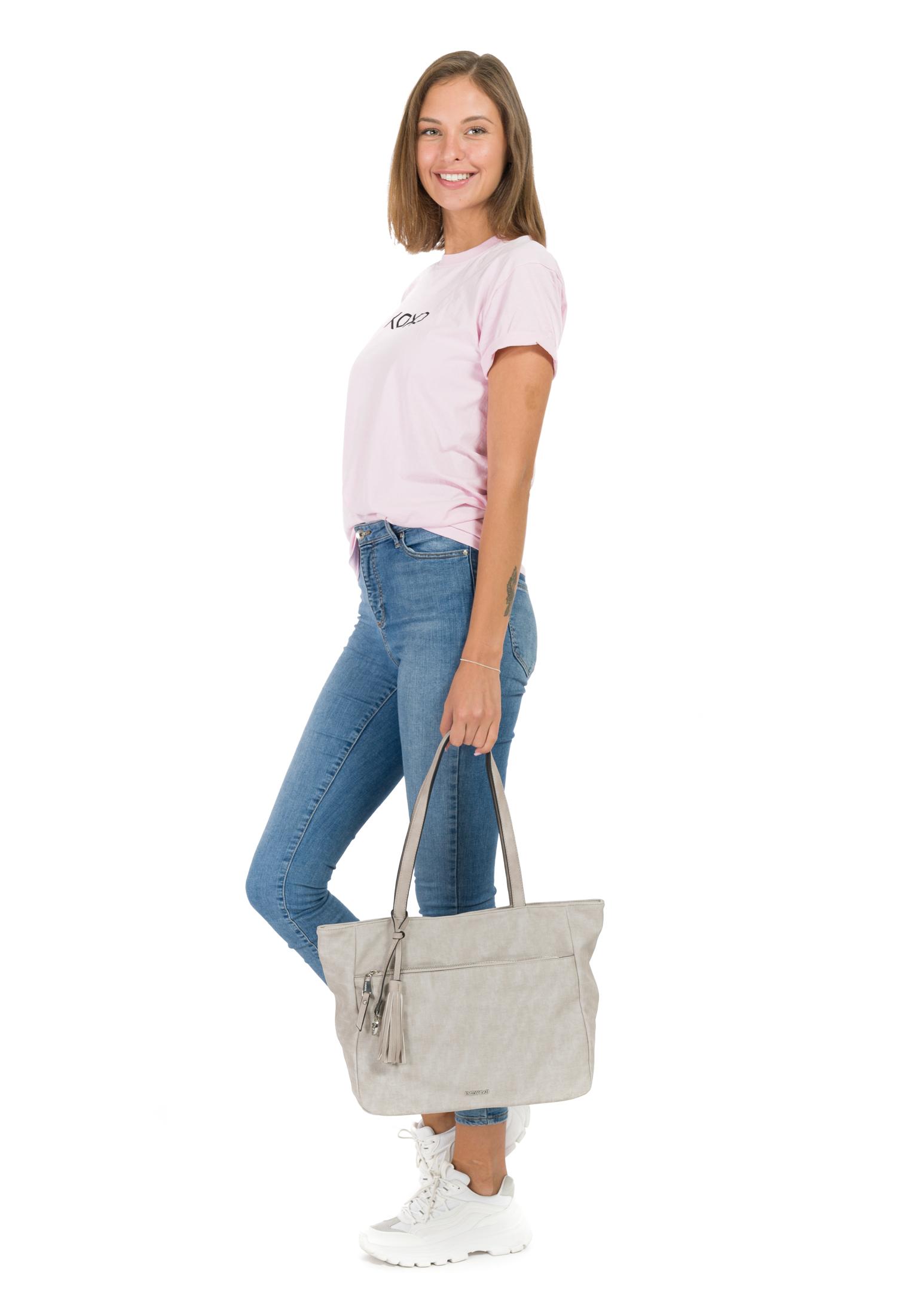 Shopper Laura groß